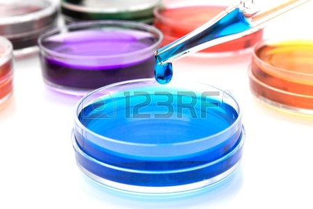 17929129-Пипетки-с-каплей-цвета-жидкость-и-чашки-Петри.jpg