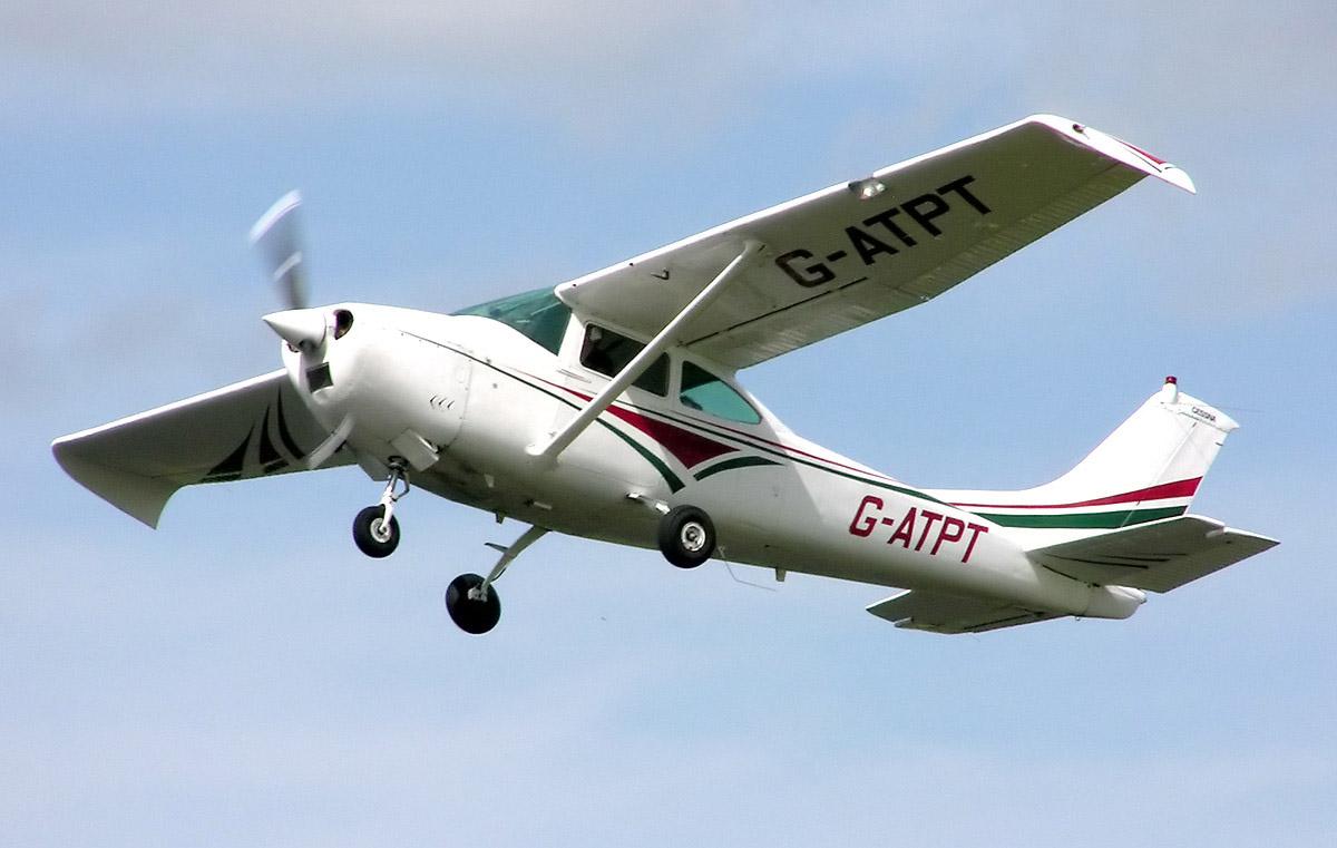 Cessna.182j.g-atpt.arp.jpg